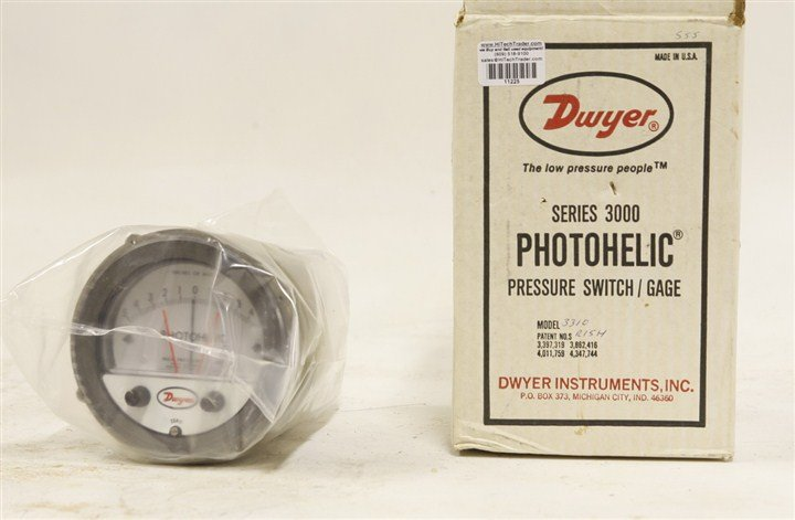 Dwyer A3301 Photohelic Pressure Switch Gauge